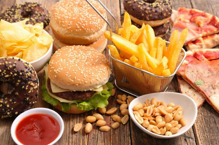Makanan Penyebab Jerawat yang Harus Kamu Hindari